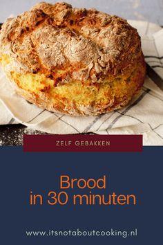 Kan dat? Eigen gebakken brood in 30 minuten op tafel? Wel met deze methode.. Dit snelle sodabrood hoeft niet gekneed te worden en niet te rijzen. De truc is om juist niet teveel te kneden en het brood snel in de oven te schuiven als de ingrediënten eenmaal gemengd zijn............#eten #maaltijd #maaltijden #gerecht #gerechten #ideeën #snel #makkelijk #recepten #recept #lunch #ontbijt #brood #bakken #broodjes #zelf #borrelplank #zonder #kneden Feel Good Food, Love Food, Bread Recipes, Baking Recipes, Dutch Recipes, Healthy Meals For Two, Vegan Foods, Delicious Chocolate, Bread Baking