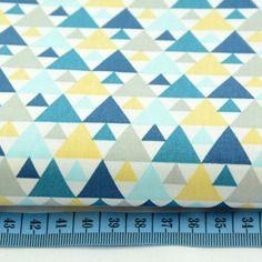 Tissu enfant coupon 70x50cm motif triangles turquoise for Papier peint bleu canard et jaune moutarde