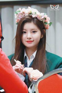 Kpop Girl Groups, Kpop Girls, Dragon Family, Elegant Girl, Girl Photography Poses, Soyeon, My Princess, Korean Girl, Korean Idols