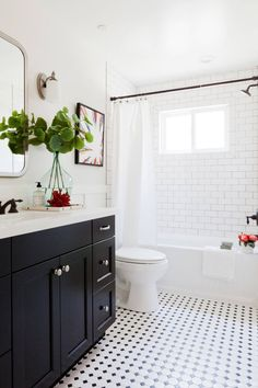 Cool 88 Modern Farmhouse Bathroom for Small Spaces Ideas https://lovelyving.com/2018/03/12/88-modern-farmhouse-bathroom-for-small-spaces-ideas/