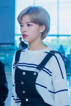 jeongyeon airport fashion, twice airport fashion, nayeon airport fashion, jeongyeon 2016, kpop idol airport fashion, idol airport fashion, 정연 공항