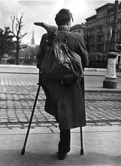 by Ernst Haas: Homecoming soldier, Vienna, 1946-1948