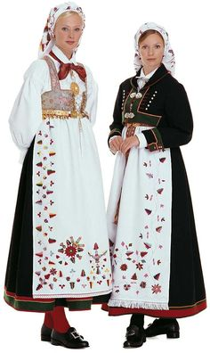 The Åmli bunad. Look at the beautiful needlework on the aprons. Traditional Dresses Designs, Traditional Outfits, Norway Culture, Norwegian Clothing, Costume Ethnique, Beautiful Norway, Costumes Around The World, We Are The World, Folk Costume
