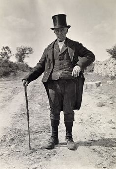 Talk about character! An elderly Irish man poses in a rare costume of wool vest, tailcoat, and top hat during the Old Irish, Irish Men, Old Pictures, Old Photos, Vintage Photographs, Vintage Photos, Yin Yang, Irish Costumes, Celtic Clothing