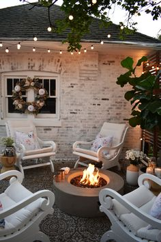 Hello friends!I cannot tell you how excited I am for autumn to be here. Just the thought of lazy days filled with crunchy leaves, cozy evenings, and holiday fun has me counting down the minutes.Last year we created this sweet retreat behind our garage. You can read all about it here. We…