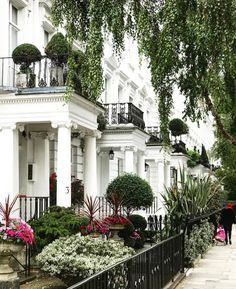 Kensington London - Gorgeous classical architecture and gardens