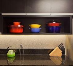 Cozinhar para amigos no apartamento (Foto: Henrique Queiroga/Divulgação)