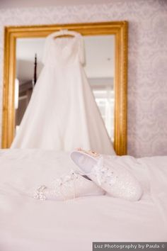Wedding shoes ideas - bride, bridal, glitter, glam, sparkles, white, sneakers {Luz Photography by Paula}