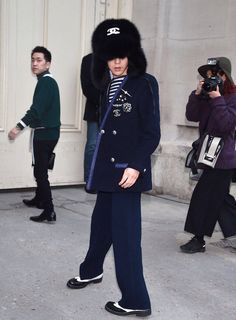 160126 G-Dragon arriving @ Chanel Haute Couture Fashion Show in Paris Fashion Week Paris, Fashion 2017, G Dragon Fashion, Chanel Fashion Show, Bigbang G Dragon, Paris Shows, Haute Couture Fashion, Couture Collection, Korean Fashion