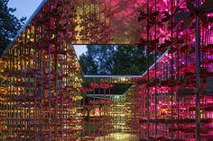 """Esta semana, Museum Gardens se convirtió en la sede del anual Triumph Pavilion, centrado este año en el concepto de """"energía"""". El 'Pabellón de la...  http://www.plataformaarquitectura.cl/cl/791488/archtriumph-present-the-energy-pavilion-now-open-at-museum-gardens"""