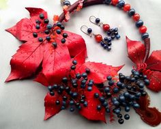 Rereshechka's autumn necklace with polymer clay leaves.