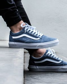 Vans Old Skool Jersey Vans Shoes Fashion, Mens Vans Shoes, Vans Sneakers, Vans Men, Converse, Blue Shoes, Men's Shoes, Shoe Boots, Cute Vans