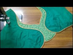 This video shows the beautiful back neck blouse stitching in a very easy way. Patch Work Blouse Designs, Simple Blouse Designs, Stylish Blouse Design, Designer Blouse Patterns, Dress Neck Designs, Saree Blouse Neck Designs, Blouse Neck Models, Blouse Styles, Saree Styles