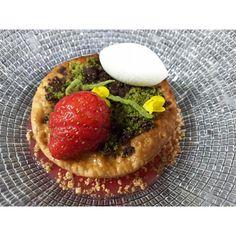 Strawberry pie for our spring season @Jungsikdang  #seoul #jungsik #jungsikdang #strawberrypie #icecream #platingdessert #gastroart #springdessert #dessert Fresh strawberry, creamcheese sour cream I/C , strawberry sauce , vanilla diplomate cream