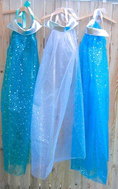 Frozen Theme - Elsa's cape, as a party favour, given when they walk in. A great idea if your a bit crafty with a sewing machine.