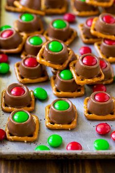Rolo Christmas pretzels Rolo pretzels on a baking sheet topped with red and green M&M's. Rolo Christmas pretzels Rolo pretzels on a baking sheet topped with red and green M&M's. Christmas Pretzels, Easy Christmas Treats, Holiday Snacks, Holiday Candy, Snacks Für Party, Christmas Sweets, Christmas Cooking, Holiday Recipes, Christmas Recipes