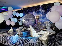 Genius space themed ideas for a baby shower or party! Space Party, Space Theme, Decor Photobooth, Galaxy Theme, Fun Galaxy, Anniversaire Star Wars, After Prom, Galaxy Wedding, Prom Themes