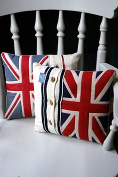 stylish union jack cushions, pillow, british, home decor Wonderful website Union Jack Pillow, Union Jack Cushions, Deco London, Union Jack Decor, British Decor, Craft Projects, Sewing Projects, Union Flags, Lit Wallpaper