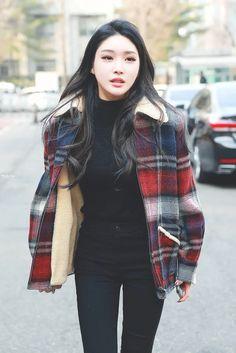 dedicated to female kpop idols. Kpop Fashion, Korean Fashion, Girl Fashion, Fashion Outfits, Airport Fashion, Kpop Outfits, Casual Outfits, Cute Outfits, Blake Lively