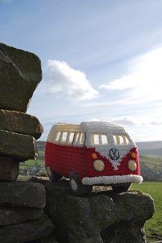 Ravelry: Crochet your own Campervan Model based on the VW Splitscreen pattern by Tracy Harrison (SnuginaDub)