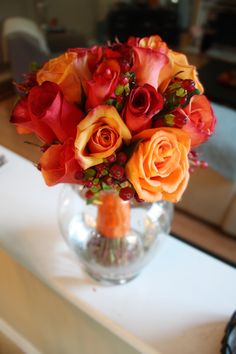 A rose and hypericum berries bouquet for Caroline & Brian's fall wedding :: Made by www.kylemichelleweddings.com