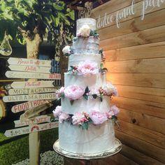 tarta nupcial peonias Cupcakes, Fondant Cakes, Lolly Cake, Candy Stations, Weddings, Cupcake Cakes, Cup Cakes, Muffin, Cupcake