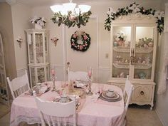 WONDERFUL SHABBY ROOM DECORATED FOR XMAS