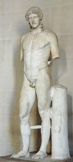 """Apollon est le dieu grec & romain du chant, de la musique & de la poésie. Il est également dieu des purifications & de la guérison, mais peut apporter la peste avec son arc. Enfin, c'est un des principaux dieux capables de divination, consulté entre autres à Delphes, où il rendait ses oracles par la Pythie - """"Apollon du type de Cassel"""" - Copie romaine en marbre datant de l'époque impériale (vers 100-120) d'après un original grec réalisé en bronze vers 450 avant notre ère."""