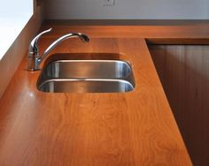 How to build solid wood countertops - canadian woodworking magazine Solid Wood Countertops, Bathroom Countertops, Canadian Woodworking, Building A Patio, Shelf Furniture, Home Fix, Paint Colors For Living Room, Room Paint, Into The Woods