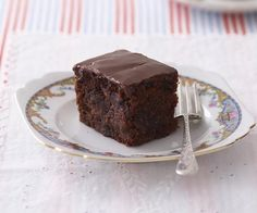 chocolate apple cake Chocolate apple cake  4 medium pieces(600g) apples 3/4 cup(110g) potato flour 3/4 cup(120g) brown rice flour 1/4 cup(25g) cocoa powder 1 cup(220g) caster sugar 1/4 cup(30g) linseed meal 4 eggs, beaten lightly 1 cup(250ml) vegetable oil 1 tspvanilla extract 1 tspbicarbonate of soda 1 cup(160g) pure icing sugar 1 tbspcocoa powder 2 tbspapple juice, approximately  180 degrees 45 mins