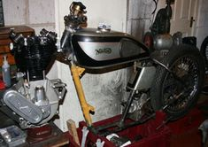 RacingVincent - My Bikes - Picture Gallery Norton Manx, Norton Motorcycle, Garden Gate, Motorcycles, Bike, Gallery, Pictures, Bicycle, Photos