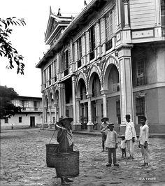 Hotel de Oriente with its tropical Spanish arcade. Manila, Philippines, Late or early century by John T Pilot Philippines Culture, Manila Philippines, Jose Rizal, Intramuros, Filipino Culture, Mindanao, Vigan, Historical Pictures, Ancient Beauty