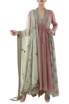 Buy Antique jade & dusty pink hand painted kurta set with dupatta by Nikasha at Aza Fashions Kurta Designs Women, Blouse Designs, Indian Attire, Indian Wear, Indian Dresses, Indian Outfits, Pakistani Dresses, Kurta Patterns, Dress Patterns