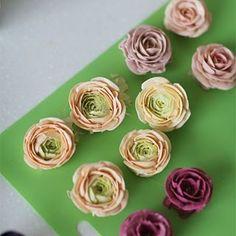 @kissthecake72 #Buttercream flower cake 버터크림케익 Instagram Photos - InstaWebgram