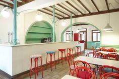 Reforma de café-bar para vinoteca: Rosalinda: Espacios comerciales de estilo…