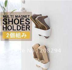 Kreativ løsning på lagring av sko - heng de på kjøleskapet :-)