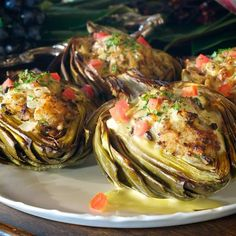 Crab-stuffed artichokes are a cherished and longstanding New Orleans tradition, served in many of the fine restaurants in the French Quarter and Garden District. Exquisite in both presentation and flavor. This looks amazing! Fusion Food, I Love Food, Good Food, Yummy Food, Tasty, Seafood Dishes, Fish And Seafood, Low Calorie Recipes, Healthy Recipes