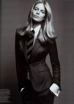 Vogue Paris September black and white fashion editorial Androgynous Fashion, Tomboy Fashion, Androgyny, Fashion Goth, Women Ties, Suits For Women, Vogue Paris, White Fashion, New Fashion