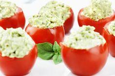 Pomodori ripieni crudi con riso alle erbe  http://www.unadonna.it/ricette/pomodori-ripieni-crudi/17346/