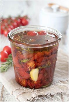 Getrocknete Tomaten in Öl - den Sommer haltbar machen