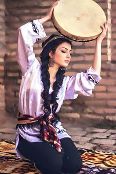 Fantastic dancing girl of Tajikistan 3d Foto, Foto Art, Beautiful People, Beautiful Women, Beauty Around The World, Jolie Photo, World Cultures, People Of The World, Traditional Dresses