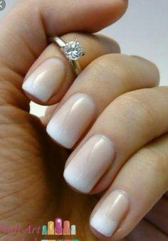 Nude con blanco cortas naturales
