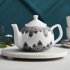 This teapot is so pretty!