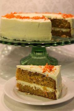 Moikka! Tein ihanan mehevää porkkanakakkua. Olen tehnyt tätä ennenkin ja nyt hieman hioin ohjetta. (Edelliset kakut löytyy täältä ) Lisäs... Sweet Recipes, Cake Recipes, Dessert Recipes, Finnish Recipes, Bakewell Tart, Cakes And More, Vegan Desserts, I Love Food, No Bake Cake