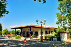 Camping Sirmione - Sirmione ... Garda Lake, Lago di Garda, Gardasee, Lake Garda, Lac de Garde, Gardameer, Gardasøen, Jezioro Garda, Gardské Jezero, אגם גארדה, Озеро Гарда ... Welcome toCamping SirmioneSirmione.Sirmione is located on the peninsula of Sirmione at the southern end of Lake Garda, the prettiest lake in Italy, with a mild relaxing climate. This peninsula, which was much loved by Catullus, is an extremely attractive spot and famous for its