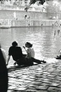 Chamade – Vintage French Photos- Claude Renaud – Paris 1963 Chamade – Vintage französische Fotos – Claude Renaud – Paris 1963 L (Visited 1 times, 1 visits today) Photo Vintage, Vintage Love, French Vintage, The Love Club, Cute Couples Goals, Couple Goals, Claude, Couple Photography, Friend Photography