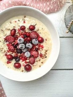 Schnelles Vanille-Porridge - vegan, glutenfrei, ohne Zucker - de.heavenlynnhealthy.com Dinner Table, Overnight Oats, Superfood, Oatmeal, Clean Eating, Smoothies, Yummy Food, Vegan, Food And Drink