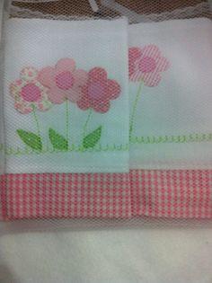Fraldas bordadas flores