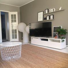Ei mennytkään kuin 35 tuntia sillä matonhakureissulla  No mutta nyt on vihdoin matto lattialla  Enää puuttuu muutama lamppu katosta... #homedecor #homesweethome #home #interiordesign #interior #inredning #inredare #sisustus #sisustusinspiraatio #ikea #ikeahome #elohuone #olohuone #livingroom #livingroomdecor #myhome #homeinterior #homeinspo #instahome