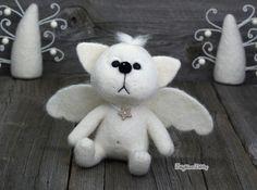 Aguja de fieltro blanco Angel Cat - animales - fieltrar - escultura blanda - arte de fibra - hogar decoración - regalos de fieltro de aguja.
